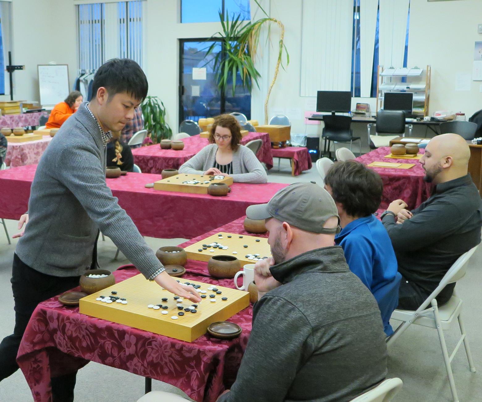 Daiki Komatsu 3 Dan battles multiple Go players.